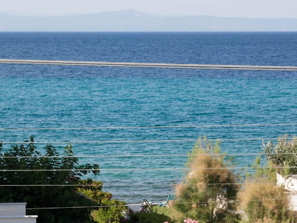 Дом в остров Полихроно на берегу моря цены