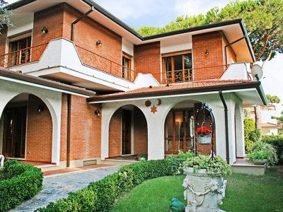 5-bedrooms-villa-forte-dei-marmi-italy-travelopo-01-100lto2