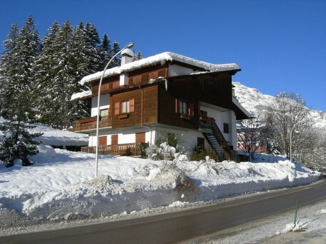 Cortina dAmpetstso cottages photo sea