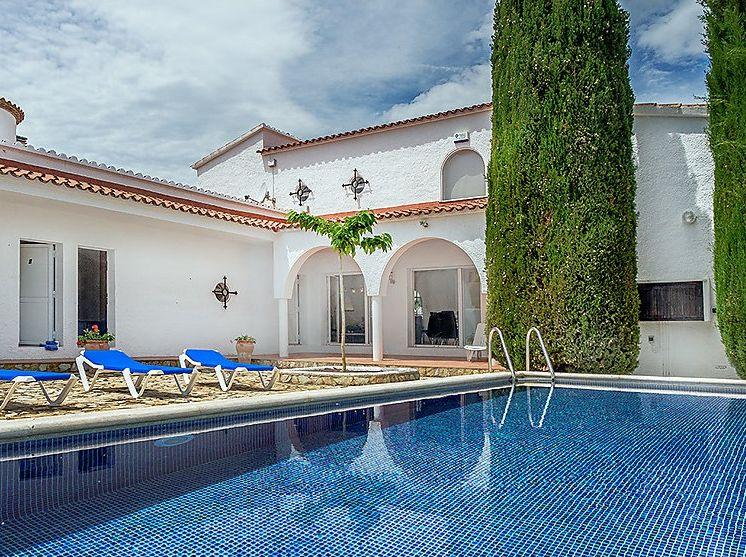 Недвижимость в эмпуриабрава испания
